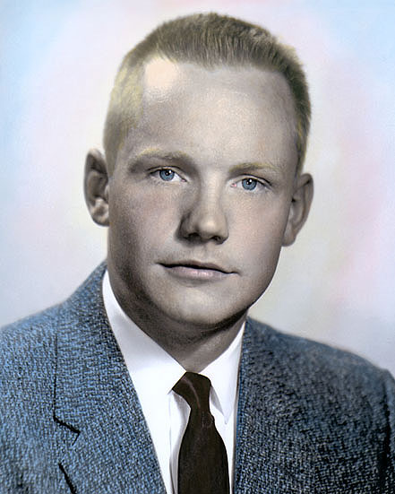 neil armstrong was left handed - photo #31